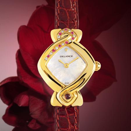 Griha Laxmi : Montre en or sertie de 9 diamants et 8 saphirs roses, cadran nacre blanche, aiguilles dorées, cabochon en or avec un rubis, bracelet en alligator rouge