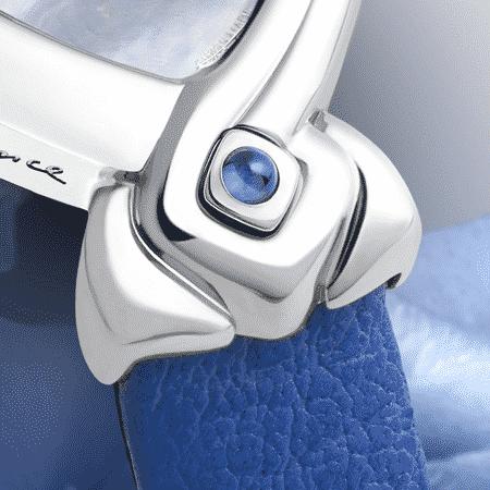 Armbanduhr für Frauen: Kate: Stahluhr, Zifferblat Perlmutter blau, vernickelte Hände, Stahlcabochon mit einem Saphir blau Lederarmbanduhr blau