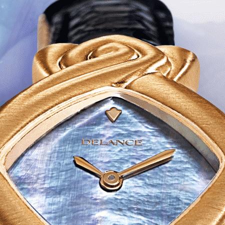 Geschenke zuer Hochzeit: Bahiya: Golduhr, Zifferblatt Perlmutter blau, vergoldete Hände, Goldcabochom mit einer Amethyst, Armband aus Alligator blau