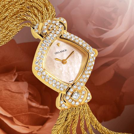 Princess : Montre en or sertie de 101 diamants, cadran nacre blanche, aiguilles dorées, cabochon en or avec un diamant, bracelet en brins d'or