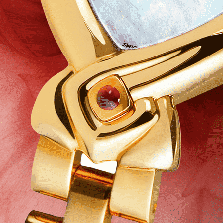 Besondere Uhr für besondere Frauen: Cometa: Golduhr mit einem Rubin und Diamanten, Zifferblatt Perlmutter weiss, vergoldete Hände, Goldcabochon mit einem Rubin, Armband aus Gold