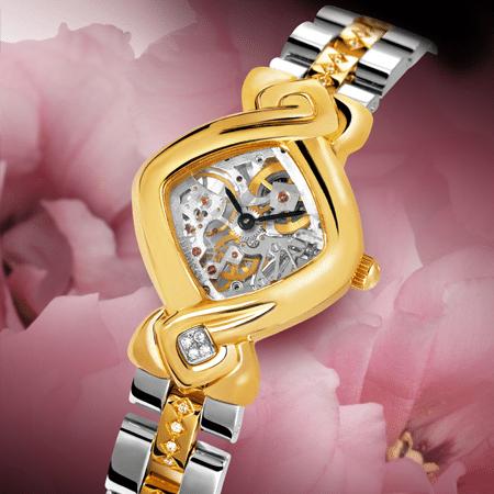 """Aux passionnées de mécanique, DELANCE offre une montre en or munie d'un mouvement Piguet 8.10. Enchâssé entre deux glaces saphir, il dévoile en transparence ses rouages et ses ponts. C'est un artiste poète de la Vallée de Joux qui cisèle puis grave pièce à pièce cette merveille de délicatesse et de virtuosité. Développé en harmonie avec la forme de la montre DELANCE """"Dentelle"""", le découpage et la gravure sont uniques."""