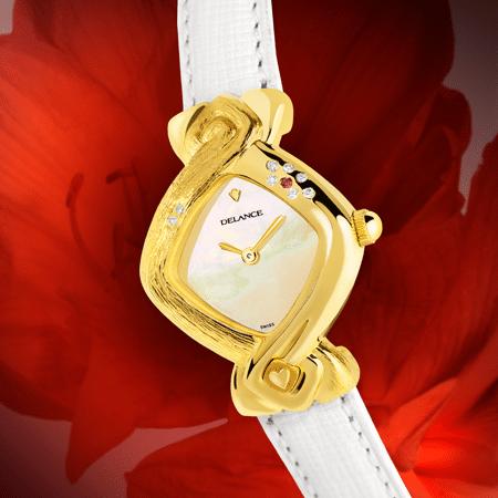 Paloma : Montre en or gravée et sertie de 8 diamants et un rubis, cadran nacre blanche, aiguilles dorées, cabochon en or en forme de cœur gravé à 6h, bracelet en cuir grené blanc