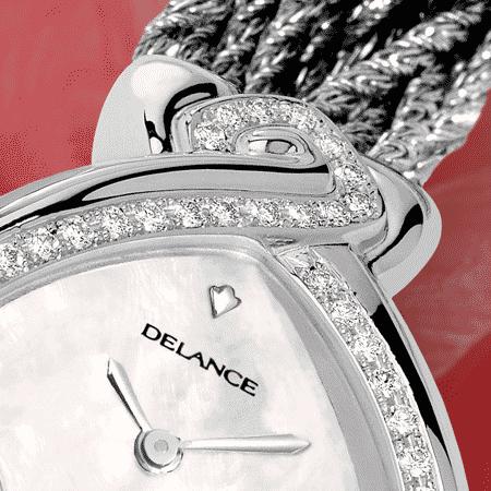 Infinity steel cascade : Montre en acier sertie avec 50 diamants, cadran nacre blanche, aiguilles nickelées, cabochon en acier avec un ruby, bracelet cascade en argent 925