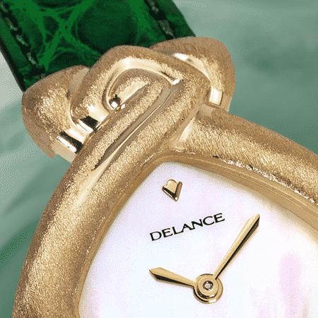 Besondere Uhr für besondere Frauen: Isis: Golduhr, Zifferblatt Perlmutter weiss, vergoldete Hände, vergoldete Hände, Goldcabochon mit Emerald, Armband aus Alligator grün