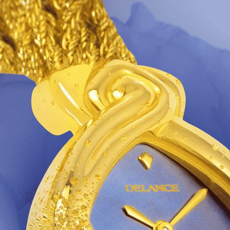 Ein Geschenke zuer Hochzeit: eine Golduhr für Frau mit einem Goldarmband