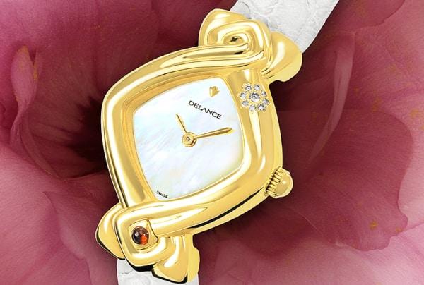 White Lotus : Montre en or sertie avec 9 diamants, cadran nacre blanche, aiguilles dorées, cabochon en or avec un rubis, bracelet en alligator blanc